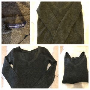 ☃️ABERCROMBIE & FITCH HUNTER GREEN SWEATER